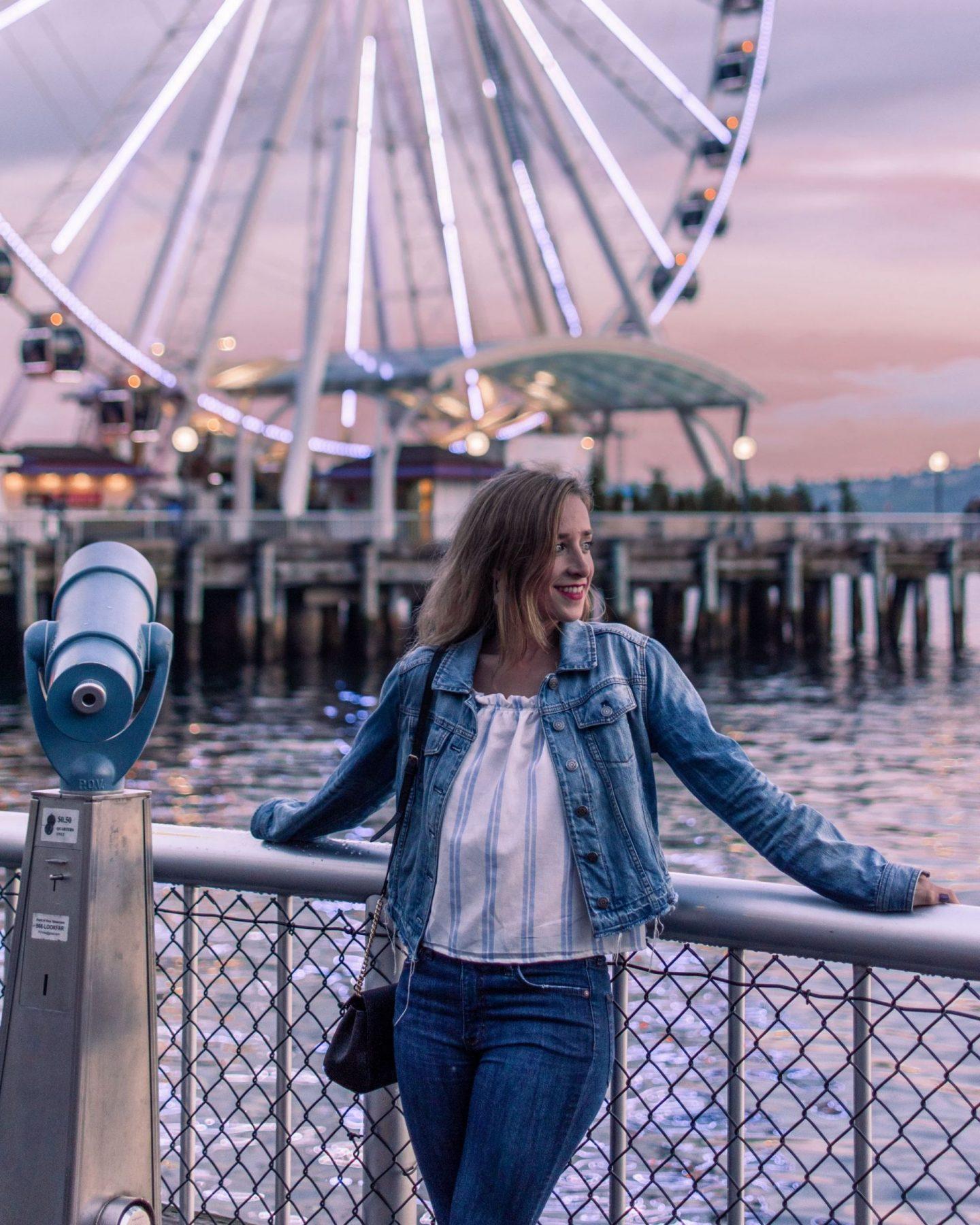 seattle ferris wheel at sunset
